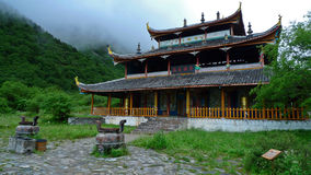 Тибетский висок в Huanglong стоковые фото