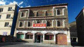 Тибетский дом стиля в Xinduqiao, Сычуань стоковое изображение
