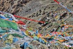 Тибетский флаттер флагов молитве в ветре стоковое изображение rf