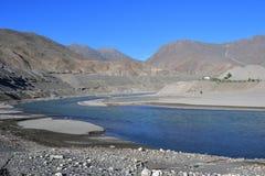 Тибет, Река Brahmaputra в солнечном дне стоковые фото