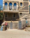 Тивериада, Израиль - 31-ое марта 2018: Взгляд здания в старом городе Тивериады Израиля стоковая фотография rf