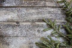 Тимберсы Snowy старые деревенские деревянные и хворостины ели, плоское положение стоковые фотографии rf