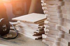 Тимберс, деревянный строительный материал для предпосылки и текстура Продукция частей деревянного шипа ручные резцы joinery для стоковое изображение
