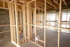 Тимберс нового дома сперва исправляет строительная конструкция Стоковые Изображения