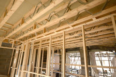 Тимберс нового дома сперва исправляет строительная конструкция Стоковое Изображение RF