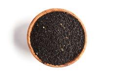 Тимон Nigella sativa или черный в деревянном шаре на белой предпосылке стоковые изображения