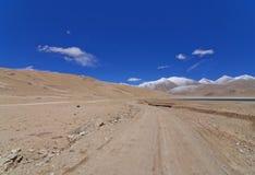 Тинный путь в неурожайных горах Стоковая Фотография