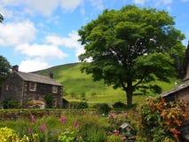 Типичная английская деревня в районе озера, Великобритания Стоковое Изображение