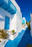 Типичная архитектура Cycladic, деревня Plaka, Milos остров, Киклады, Греция Стоковая Фотография
