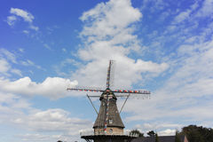 Типичная голландская ветрянка около Veldhoven, северный Брабант муки Стоковая Фотография RF