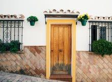 Типичная испанская дверь в Испании стоковое изображение rf