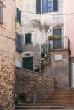 Типичная итальянская старая улица, Lerici в Лигурии, Италии рисуночно стоковое изображение rf
