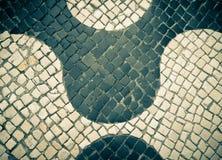 Типичная португальская черно-белая каменная мозаика Стоковое Изображение RF