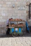 Типичная тележка бейгл Иерусалима на стробе Яффы Стоковые Изображения