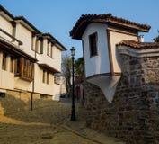 Типичная улица старого городка в Veliko Tarnovo, Болгарии Стоковая Фотография