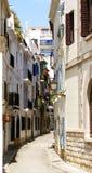 Типичная улица в Sitges стоковая фотография rf