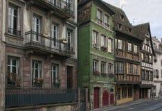 Типичная улица старого городка страсбурга стоковые изображения rf
