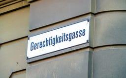 Типичное имя улицы подписывает внутри старый город, Bern, Швейцарию Стоковые Фотографии RF