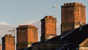 Типичные английские печные трубы дома Стоковое фото RF