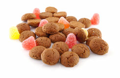 Типичные голландские помадки: pepernoten (гайки имбиря) для торжества Стоковое Фото
