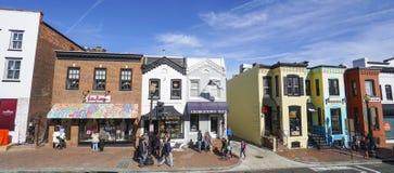 Типичные красочные здания в Джорджтауне Вашингтоне - DC ВАШИНГТОНА - КОЛУМБИЯ - 7-ое апреля 2017 стоковые изображения rf