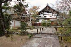 Типичные дом и сад - Киото - Япония Стоковые Изображения RF