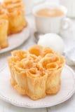 Типичные португальские filhos десерта на белой плите Стоковое Изображение RF
