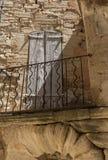 Типичные старые каменные дома в деревне Gordes, Воклюз, Провансали Стоковая Фотография
