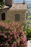 Типичные старые каменные дома в деревне Gordes, Воклюз, Провансали Стоковое Изображение