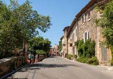 Типичные старые каменные дома в деревне Gordes, Воклюз, Провансали Стоковые Фотографии RF