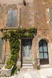 Типичные старые каменные дома в деревне Gordes, Воклюз, Провансаль, Стоковая Фотография