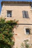 Типичные старые каменные дома в деревне Gordes, Воклюз, Провансаль, Стоковое Изображение