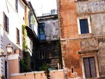 Типичные таунхаусы в Риме Италии Стоковые Изображения RF