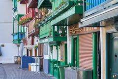 Типичные удя дома в Hondarribia, город в Gipuzkoa, Баскониях, Испании, около французской границы стоковые фото