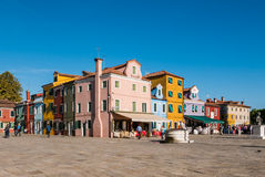 Типичные ярко покрашенные дома Burano, лагуны Венеции, Италии Стоковые Фото