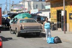Типичный автомобиль на улице в городе Cumana стоковое изображение