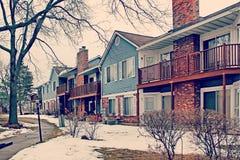 Типичный американский дом предусматривал в снеге через утро после heav Стоковые Изображения RF