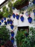 Типичный взгляд улицы в Андалусии, Испании стоковые фотографии rf