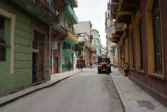 Типичный взгляд улицы в Гаване Стоковая Фотография