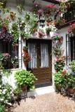 Типичный внутренний двор в Cordoba стоковое изображение rf
