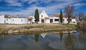 Типичный дом Gardian в Saintes Maries de Ла Mer - Camargue - Провансали - Франции Стоковая Фотография RF