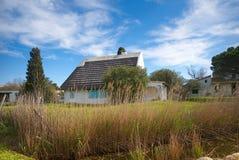 Типичный дом Gardian в Saintes Maries de Ла Mer - Camargue - Провансали - Франции Стоковое Изображение