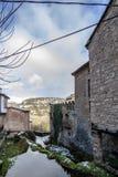 Типичный дом Orbaneja del Castillo, Бургоса, Испании стоковая фотография rf