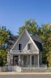 Типичный деревянный американский дом маленького города города Невады Стоковая Фотография RF