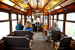 Типичный желтый трамвай, Лиссабон, Португалия стоковые изображения