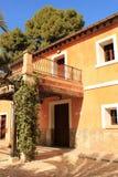 Типичный и красочный дом в саде ладони в Elche, Испании Стоковые Фотографии RF