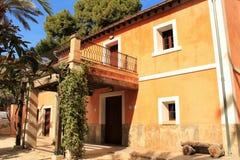 Типичный и красочный дом в саде ладони в Elche, Испании Стоковые Фото