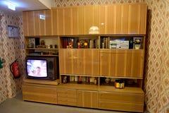 Типичный кухонный шкаф Совет-стиля стоковое изображение rf