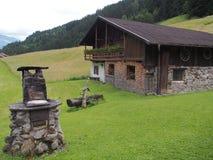 Типичный сельский дом, южный Тироль, Италия, Европа Стоковые Фото