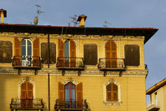 Типичный среднеземноморской фасад в утре Стоковые Изображения